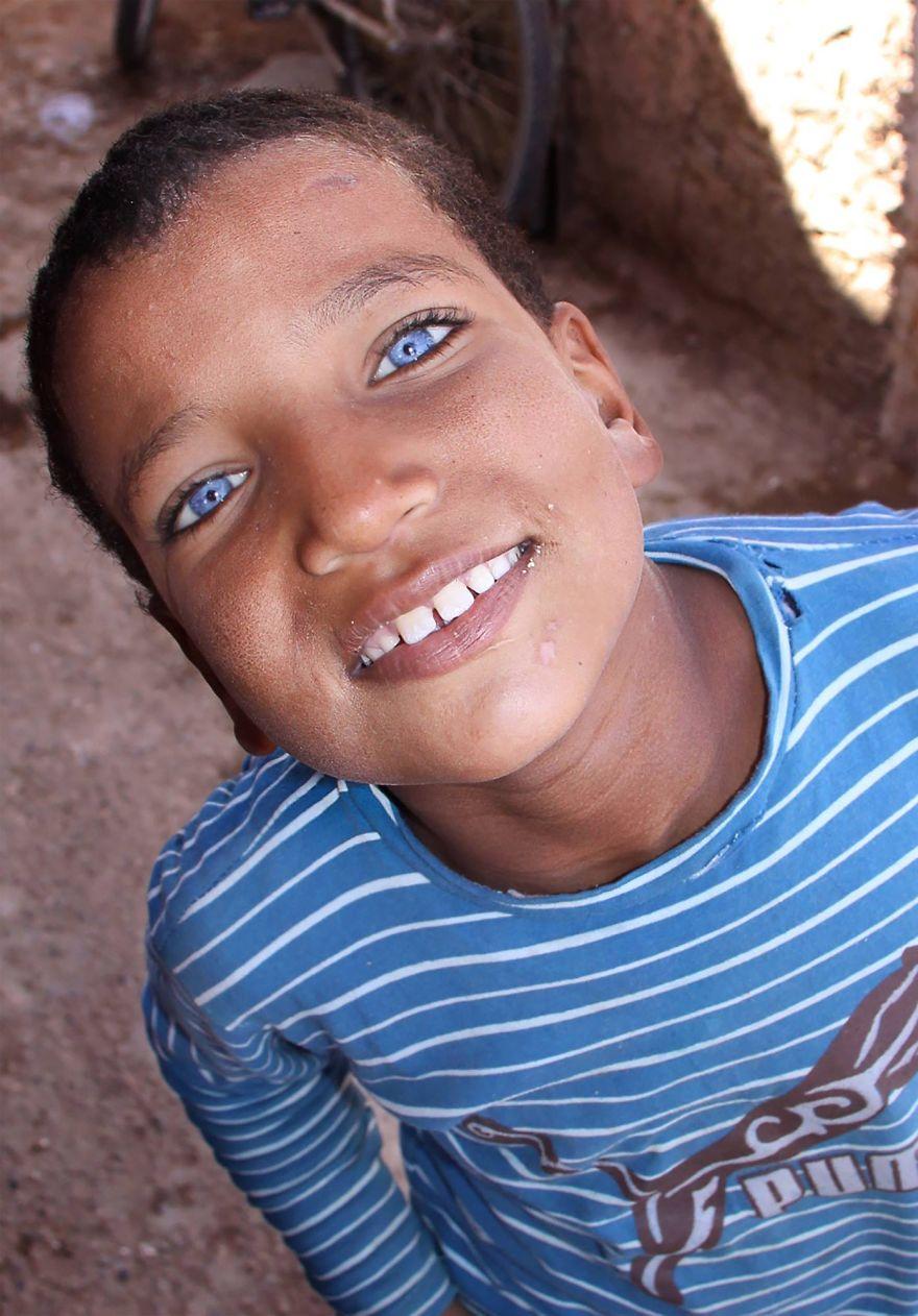 Egy mosolygós tini a marokkói Casablancából