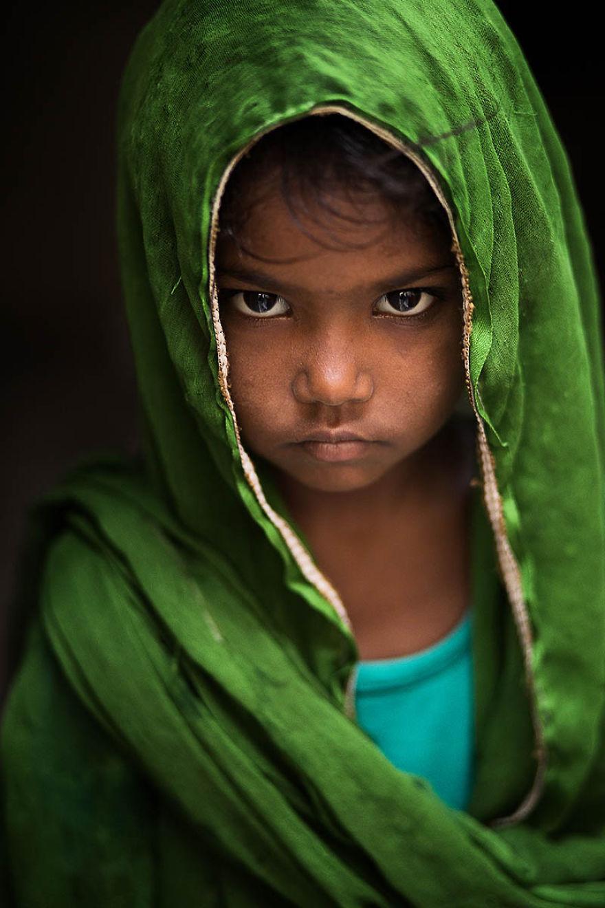 Kislány az indiai Varanasiból