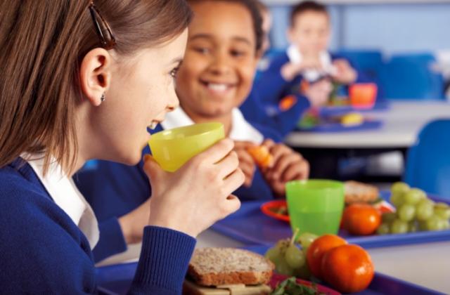 Iskolai étkeztetés: nincs só, tejet cukor nélkül kaphatnak a gyerekek