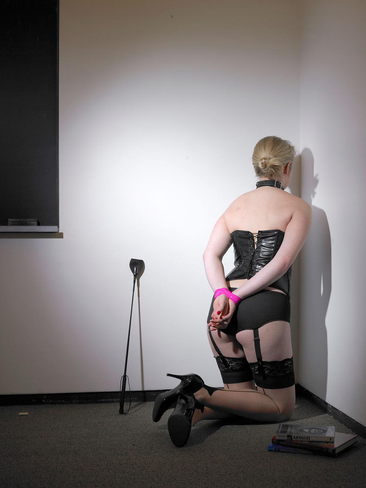 18+: Latex, bőr és szájpecek: őrült erotikus fotókat mutatunk