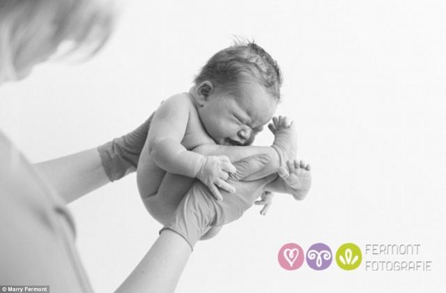Csodaszép fotók: kisbabák a születésük utáni percekben