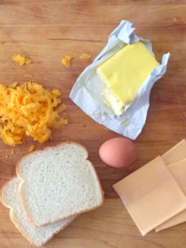 Ez a legjobb grillezett sajtos melegszendvics reggelire
