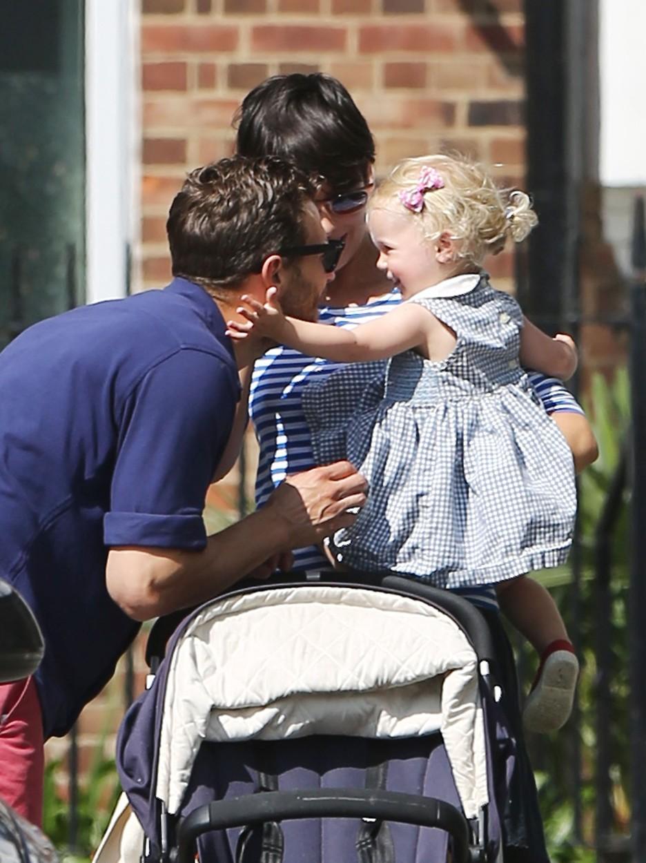Friss képek Jamie Dornanről és 21 hónapos kislányáról
