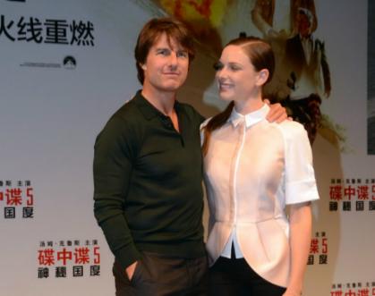 Tom Cruise a Mission Impossible című filmjét forgatta, majd reklámozza, kevés az ideje a lányára