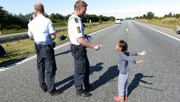 A dán rendőr és a menekült kislány fotója robbantotta fel a netet
