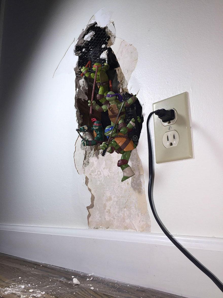 Így javíts meg egy lyukat a falon