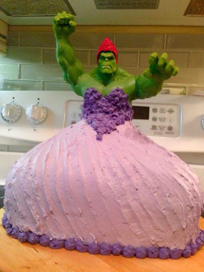 Bűbájosan bizarr szülinapi tortát készített kislányának az apa - fotó