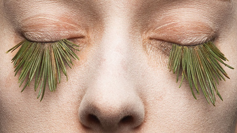 Teljesen természetes növényszempillákkal kritizálják a szépségipart