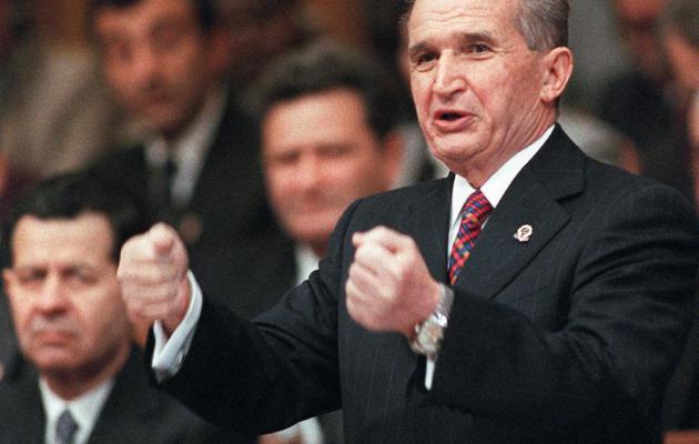 A magát a Kárpátok Géniuszának nevező, román államfőt és feleségét népirtás vádjával végezték ki '89-ben.