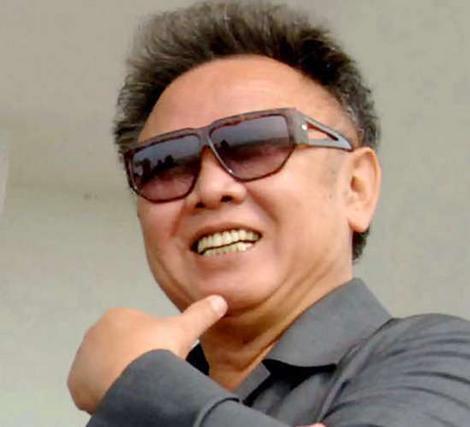 Közel 17 évig gyötörte észak-koreai népét a Szerettt Vezér