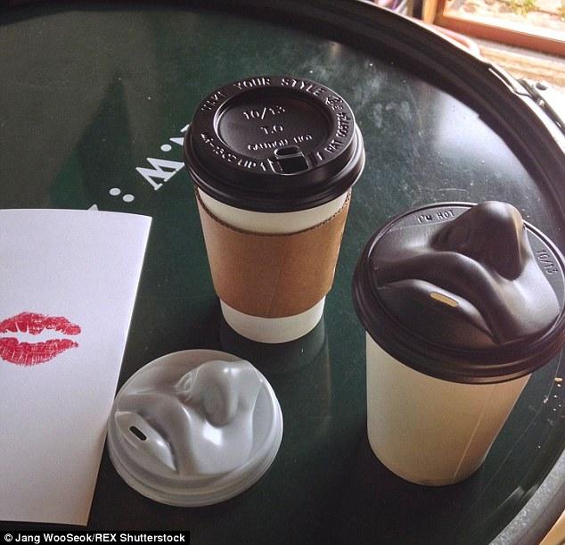 Csőrözz a bögréddel!- Száj alakú coffe to go csészék
