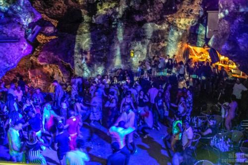 Parti a sorozatgyilkosnál - Barlangi disco Kubában