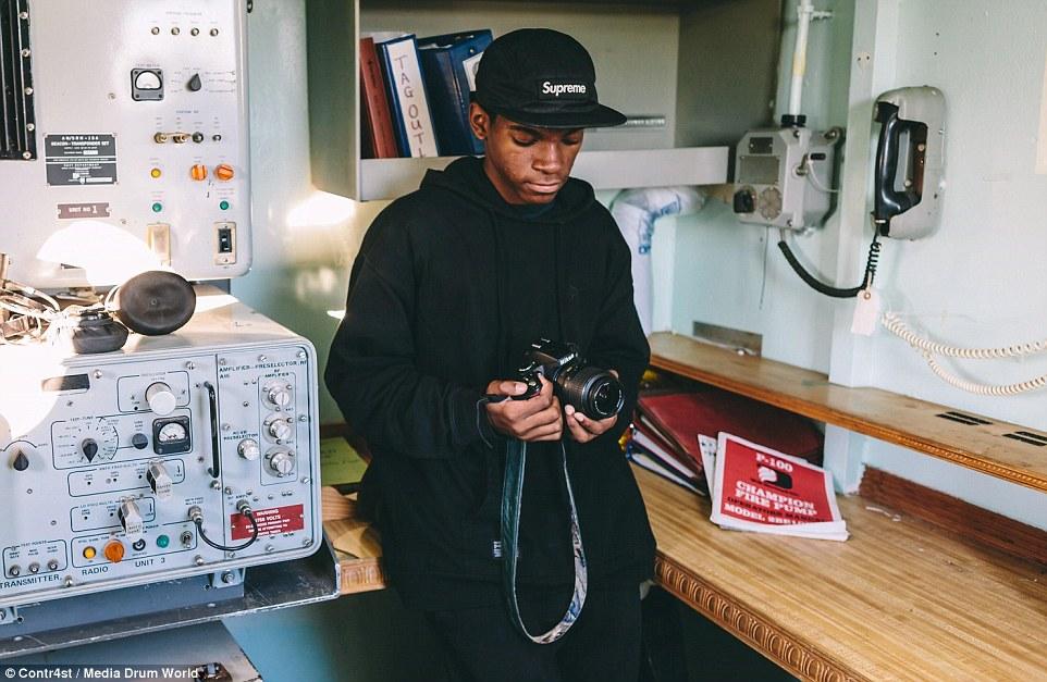 Hinds 14 évesen vett először gépet a kezébe, de minden álma, hogy profi fotós legyen