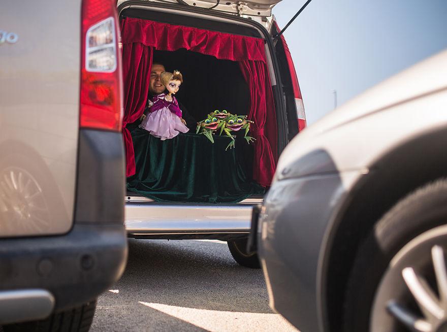 Autós színház a csomagtartóban - Nincs több unalmas dugóban várakozás