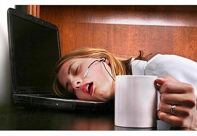 Mit együnk ha már a kávé sem segít? Tippek irodai aluszékonyság ellen