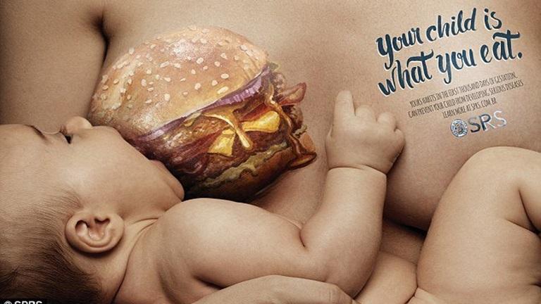 Különös plakátok szoptatós anyukáknak