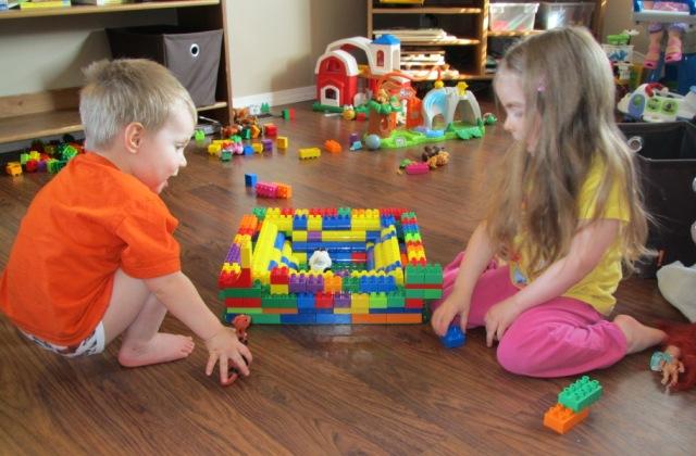 Beszédterápia építőkockákkal – így segíti a játék beszédhibák javítását