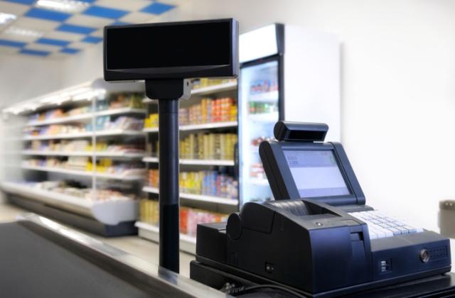 Masszőröknek, pénzváltóknak is kötelező lesz az online pénztárgép használata
