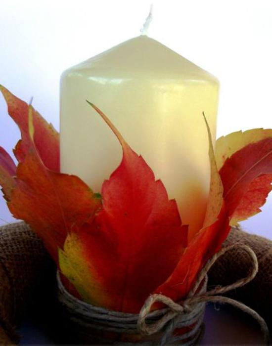 Fogj egy-két őszi levelet, egy gyertyát és madzagot és máris kész az őszi dekor gyertya.