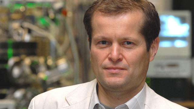 Krausz Ferenc a másodperc milliárdszor milliárdod része alatti történéseket vizsgálja - Forrás: wikipedia.org