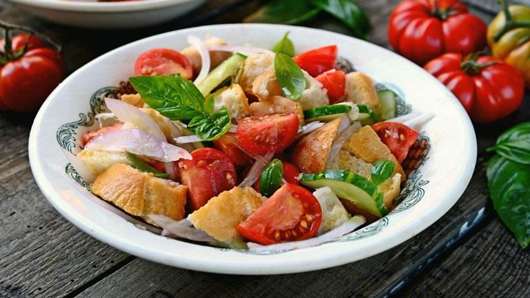 Így készül az olasz klasszikus, a panzanella