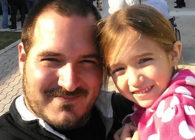 Tanfolyamot indított az apuka, hogy megtanítsa a többi apának megcsinálni a lányaik haját