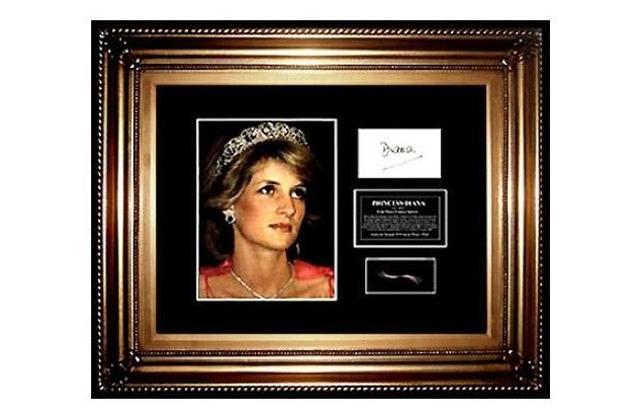 Morbid: pénzt akarnak csinálni Diana hercegnő testének egy darabkájából - fotó