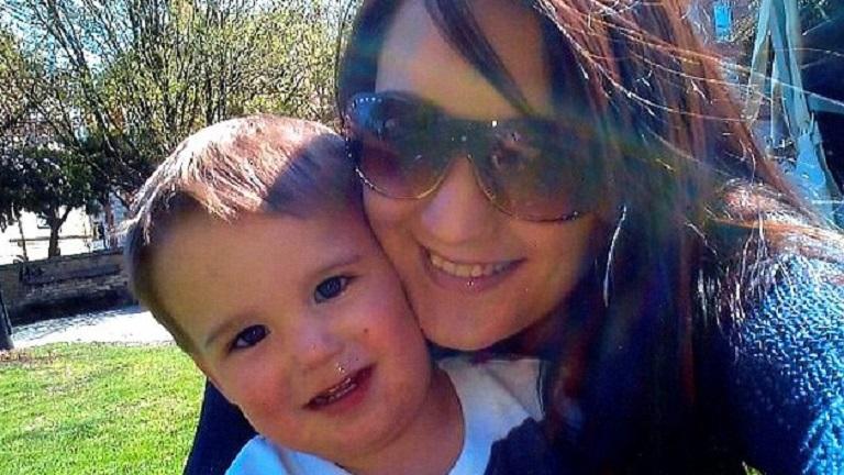Facebookozott az anyuka, miközben megfulladt kisgyermeke
