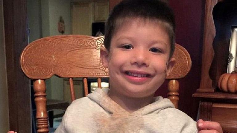 Eltűnése után három órával holtak találták meg a kisfiút