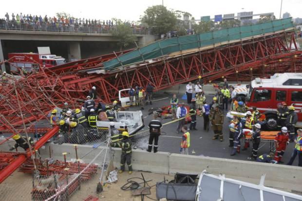 Két ember meghalt és 21 megsebesült az összedőlt hídon