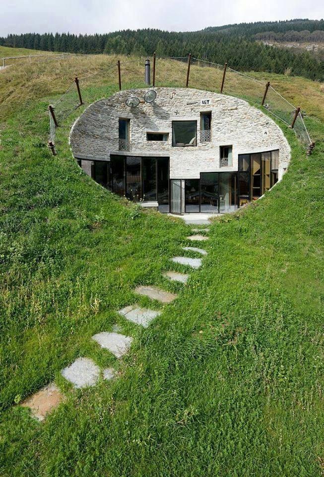 Menő ház a domboldalban