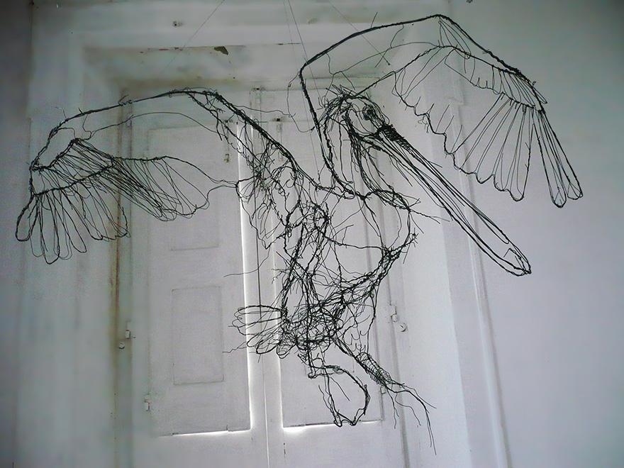 Drótből készült állatszobrok, pont mintha filctoll rajzok lennének