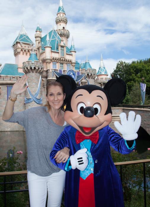 Celine Dion a férje kedvéért igyekszik mosolyogni