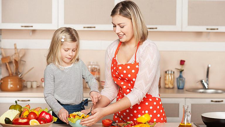 Gyerek a konyhában – mikor, hogyan, miért?