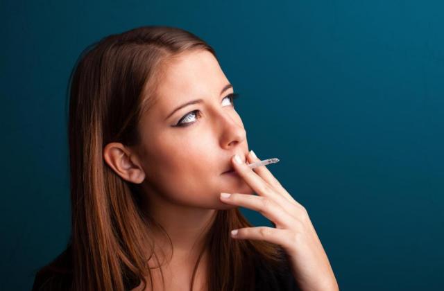 fájhat a dohányzás a szemnek)
