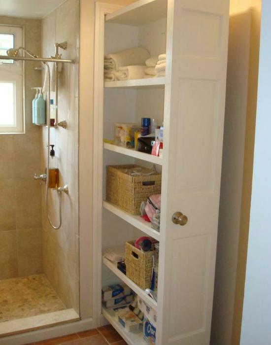 Még egy példa a beépített szekrény megoldásra.