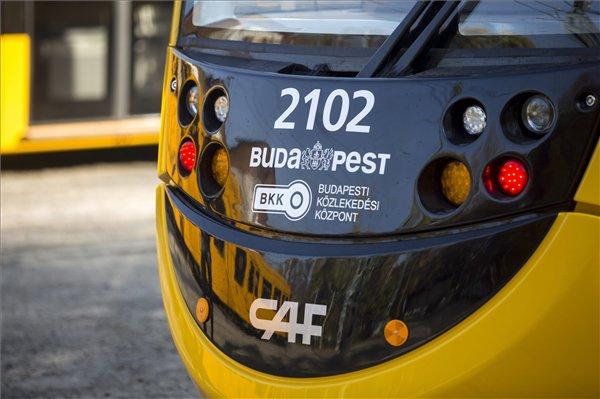 Jövő tavasztól közlekedhetnek az új 56 méteres villamosok Budapesten - képek