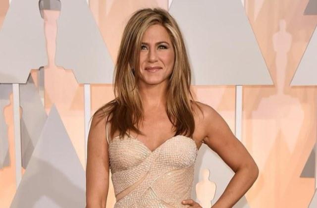 A 46 éves Jennifer Aniston szemmel láthatóan rendben van önmagával.
