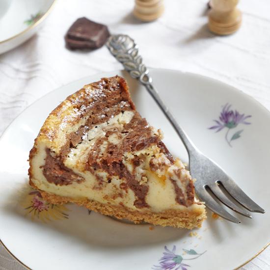 Ezt a sütit kár lenne kihagynii! Csokis márványos sajttorta