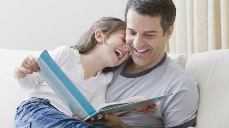 Jobb a gyereknek, ha apa olvassa fel az esti mesét a tudósok szerint