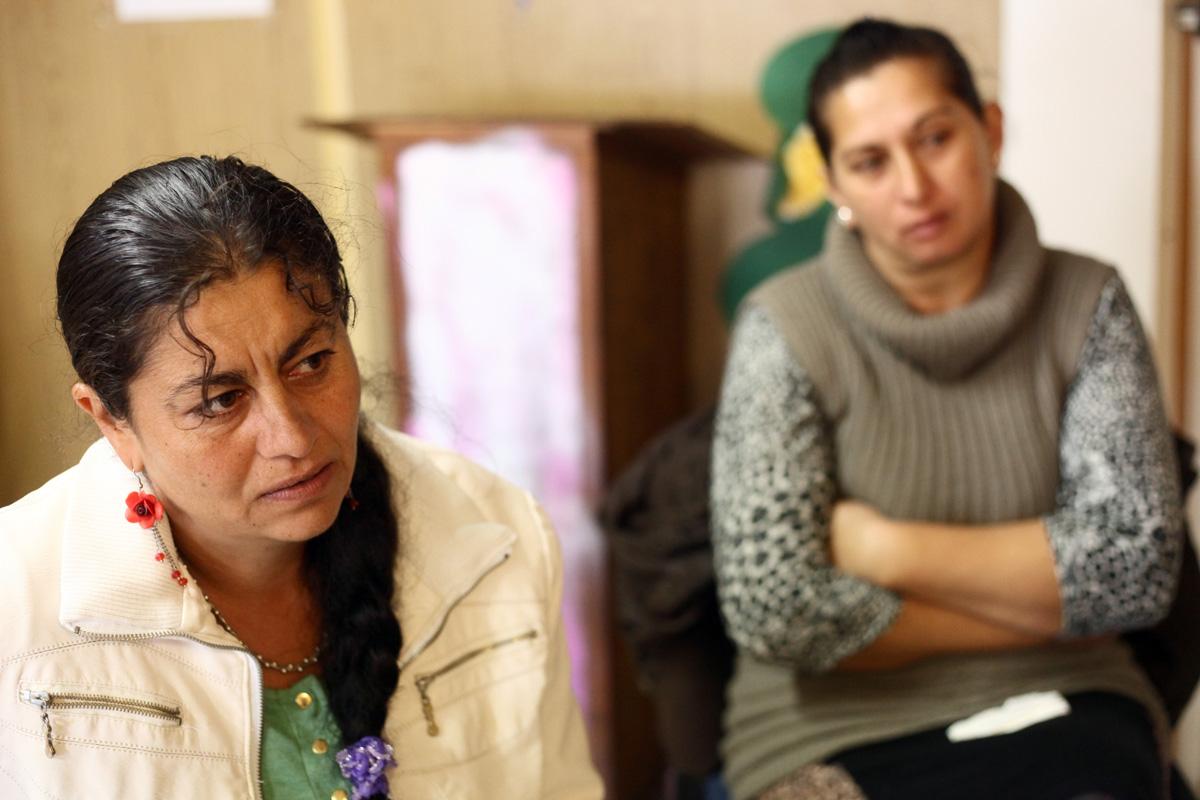 Léna (balra) szerint a szegénység, a reménytelenség sok emberből csinál tehetetlen felnőttet