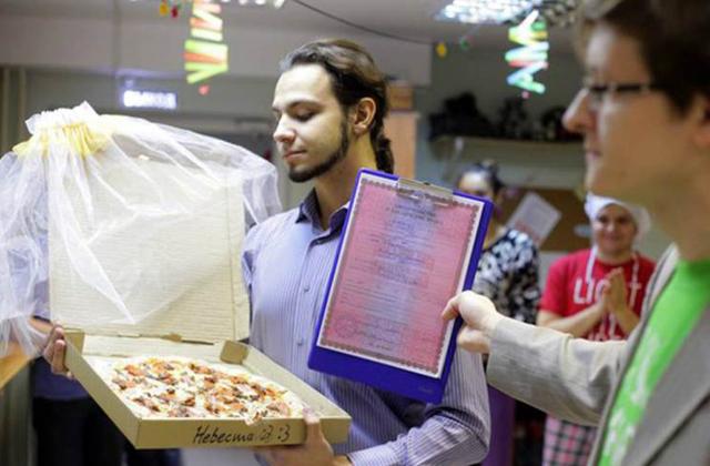 Egy pizzát vett feleségül egy orosz férfi