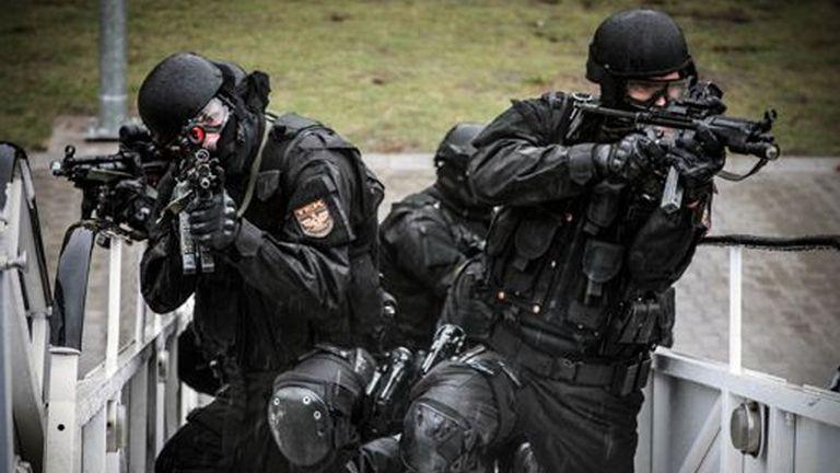 Fegyverrel és robbanóanyaggal fogott el hat embert a TEK