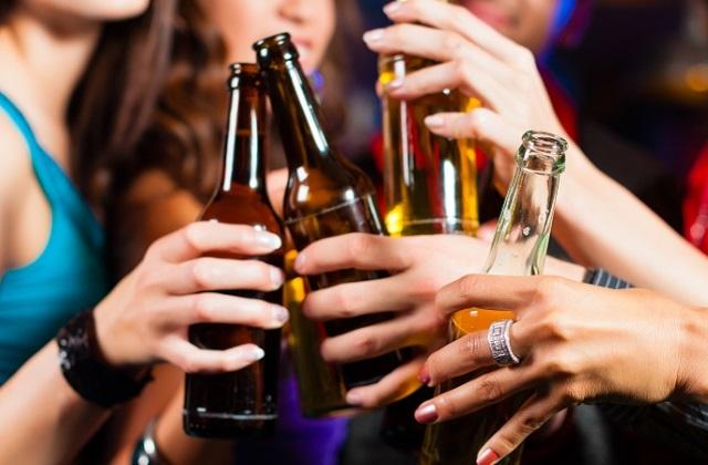 A nők már ivásban is lekörözik a férfiakat