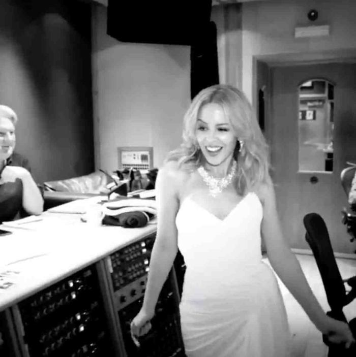 Kylie Minogue fehérben - mesés menyasszony lesz