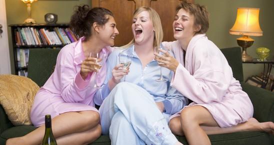 Egy pohár bor lefekvés előtt segíthet megszabadulni a fölös kilóktól
