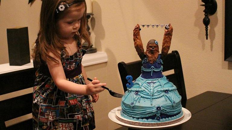Csubakkás tortát kapott harmadik szülinapjára a kislány
