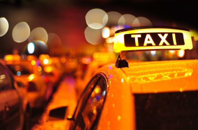 A nő azt állítja, fojtogatták a taxisok, és levettek a bakkártyájáról 30 ezer forintot