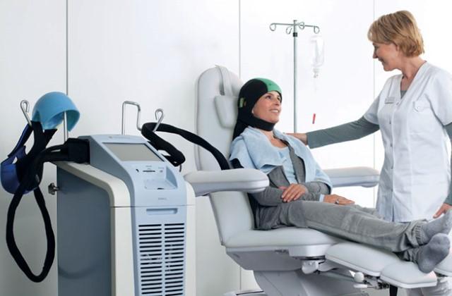 Hűtősapka védi meg a rákbetegeket a kemoterápia okozta hajhullástól