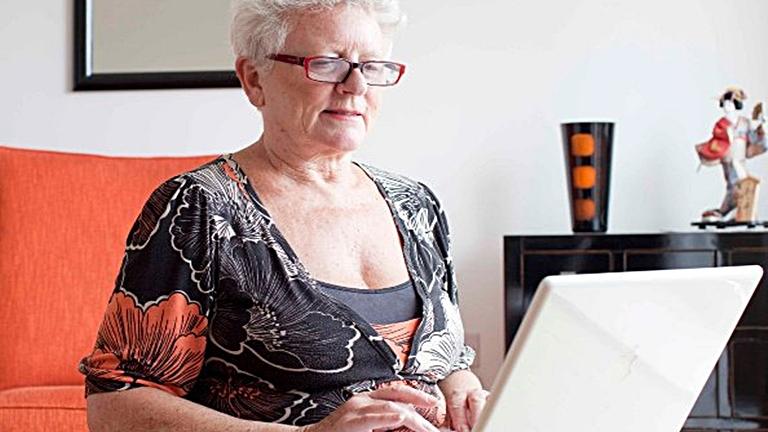 Internet mami virtuális élete